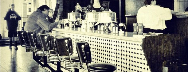 Kathy's Restaurant is one of Posti salvati di Rachel.
