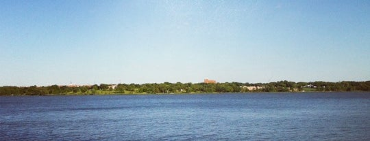 White Rock Lake is one of ILiveInDallas.com's 25 Mantastic Things to Do.