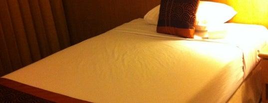 โรงแรม ไดนาสตี้ บางกอก is one of สถานที่ที่ Julie ถูกใจ.