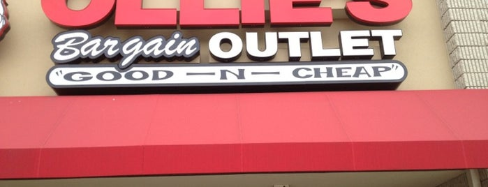 Ollie's Bargain Outlet is one of Locais curtidos por Christopher.