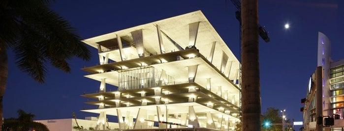 Herzog & De Meuron E Jungles Architects is one of USA.