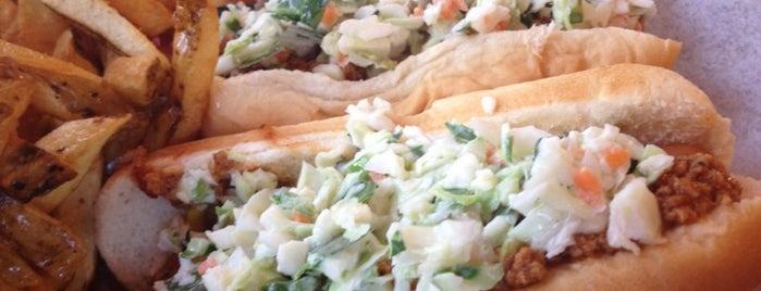 Dave's Famous T & L Hot Dogs is one of Dina'nın Beğendiği Mekanlar.