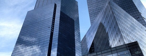 Time Warner Center is one of Posti che sono piaciuti a Maru.