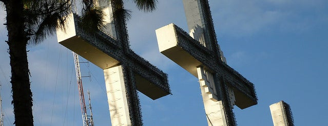 Monumento de las Tres Cruces is one of Jean Pierre'nin Kaydettiği Mekanlar.