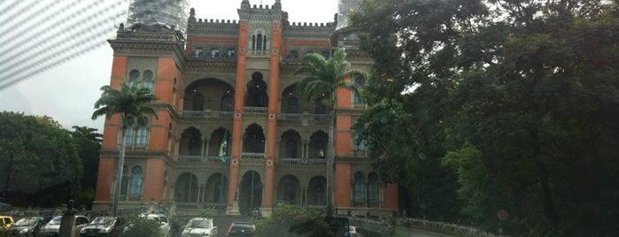 Fundação Oswaldo Cruz (Fiocruz) is one of 10 Construções Históricas para Conhecer.