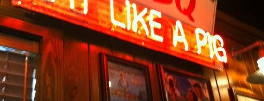 Famous Dave's Bar-B-Que is one of สถานที่ที่บันทึกไว้ของ Lihu.