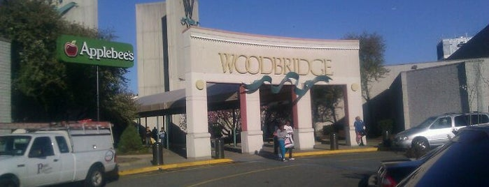 Woodbridge Center Mall is one of Tempat yang Disukai Leslie.