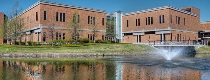 Richland College is one of Lugares favoritos de Josh.