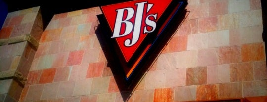 BJ's Restaurant & Brewhouse is one of Carrie : понравившиеся места.