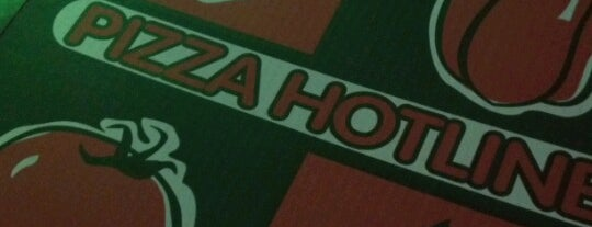 Cafe 22/Pizza Hotline is one of Lugares favoritos de Ashleigh.