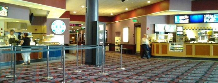 Showcase Cinema de Lux Revere is one of Posti che sono piaciuti a Burchin.