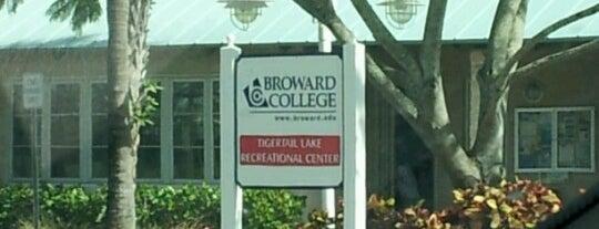 Broward College Tigertail Lake Recreational Center is one of Noelia'nın Kaydettiği Mekanlar.
