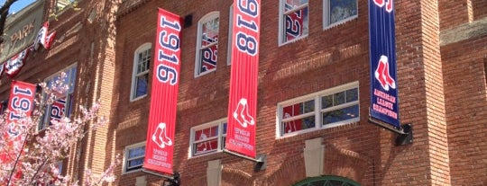 Yawkey Way is one of Orte, die Lindsaye gefallen.