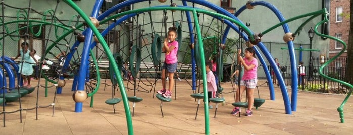 Minetta Playground is one of Locais salvos de Sandra.