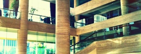 Hotel Pullman Surabaya City Centre is one of Lugares favoritos de Amanda.