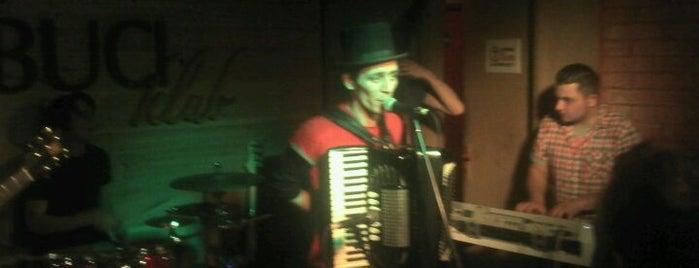 KOBUCI klub is one of Nemzetközi kocsmalista.