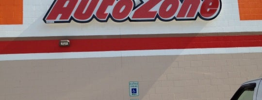 AutoZone is one of Lieux qui ont plu à Zach.