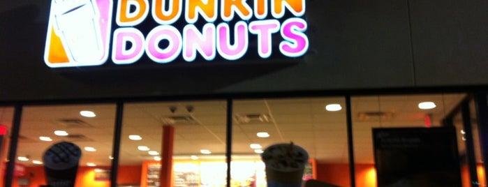Dunkin' is one of สถานที่ที่ Connie ถูกใจ.