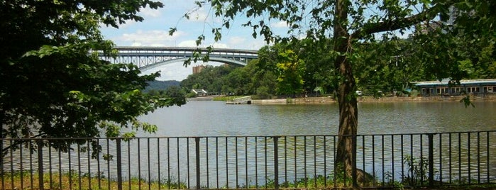 Inwood Hill Park is one of Mark 님이 좋아한 장소.