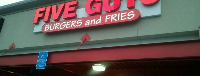 Five Guys is one of Estherさんのお気に入りスポット.
