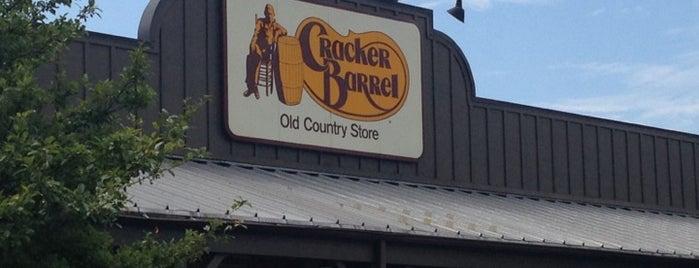 Cracker Barrel Old Country Store is one of Tempat yang Disukai Mario.