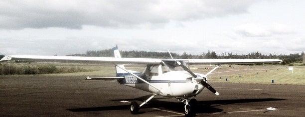 Newport Municipal Airport (ONP) is one of สถานที่ที่บันทึกไว้ของ Wade.