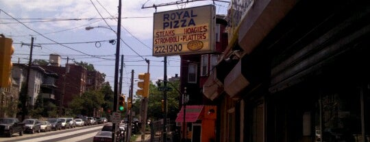 Royal Pizza is one of Tempat yang Disukai Guha.
