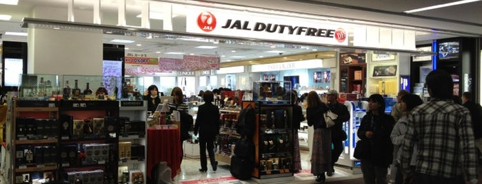 JAL DUTYFREE 成田空港本館店 is one of Lieux qui ont plu à Tatsuzo.