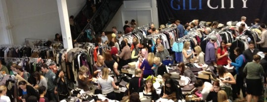Gilt City #RaidTheWarehouse Sale is one of Gespeicherte Orte von TheFatAppleNYC.com.