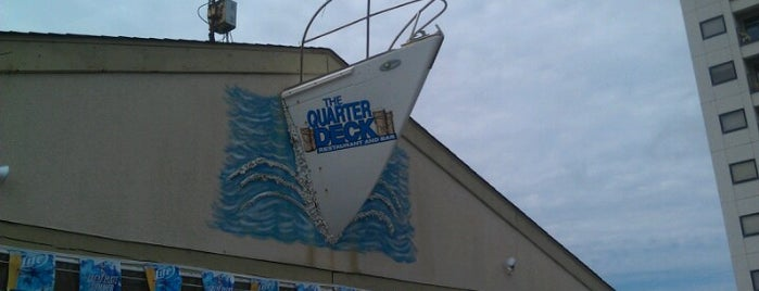 The Quarterdeck Oceanfront Beach Bar & Grill is one of Cralie 님이 좋아한 장소.