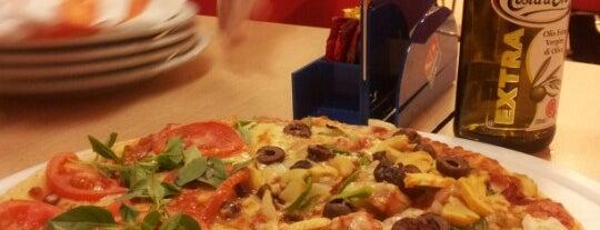 Domino's Pizza is one of Orte, die Manu gefallen.