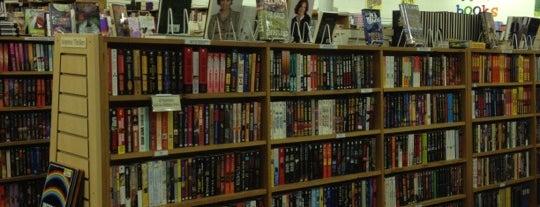 Half Price Books is one of Orte, die John gefallen.
