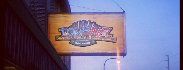 Tom's NFL American Sports Bar & Grill is one of Lukas'ın Kaydettiği Mekanlar.