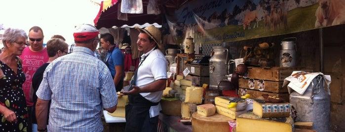 Farmers Market at L'isle Sur La Sorgue is one of สถานที่ที่ Miguel ถูกใจ.