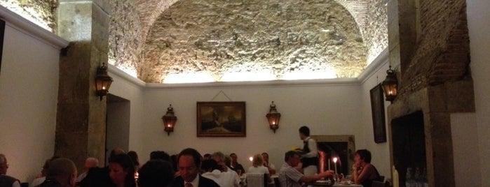Casa de Linhares is one of 101 coisas para fazer em Lisboa antes de morrer.