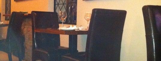 Henri's restaurant is one of Locais curtidos por Fathima.