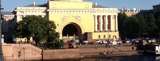 The Admiralty Building is one of СПб..