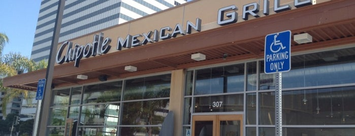 Chipotle Mexican Grill is one of สถานที่ที่ Mike ถูกใจ.