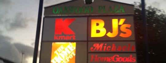 Oakwood Plaza is one of Orte, die David gefallen.
