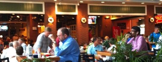 Chili's Grill & Bar is one of Sarah'ın Beğendiği Mekanlar.