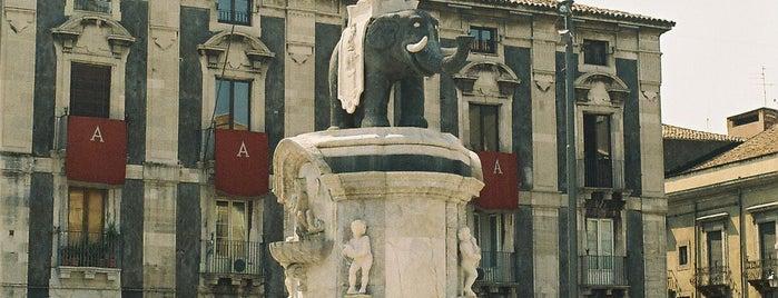 Piazza Duomo is one of Lugares favoritos de Sadalmelek.