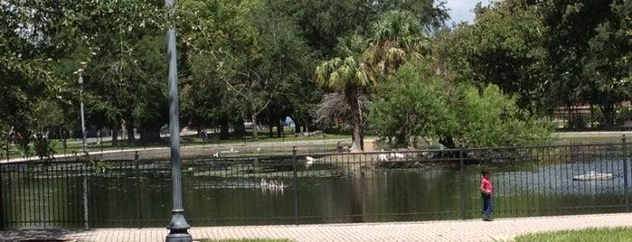 Riverside Duck Pond is one of Lee'nin Kaydettiği Mekanlar.