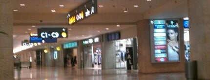 Terminal 3 is one of Orte, die Sharon gefallen.