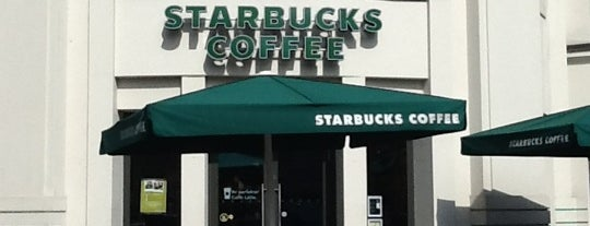 Starbucks is one of Mohamad 님이 저장한 장소.