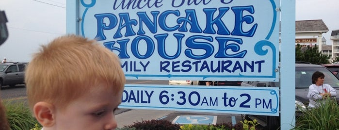 Uncle Bill's Pancake House is one of Locais salvos de Lizzie.