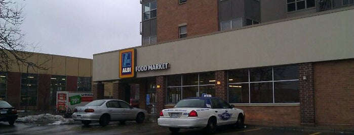 Aldi Food Market is one of Tempat yang Disukai Alan.