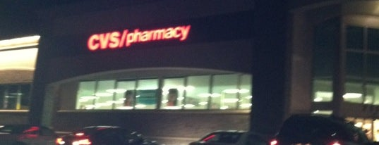 CVS pharmacy is one of Lugares favoritos de Red & Brown.