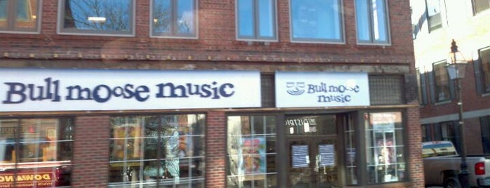 Bull Moose Music is one of Orte, die Erin gefallen.