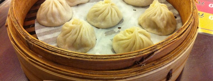 Hangzhou Xiaolong Tangbao is one of 《臺北米其林指南》必比登推介美食 Taipei Michelin - Bib Gourmand.