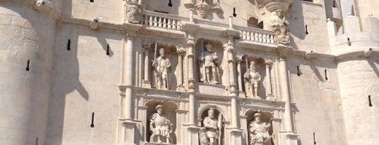Arco de Santa Maria is one of Burgos.